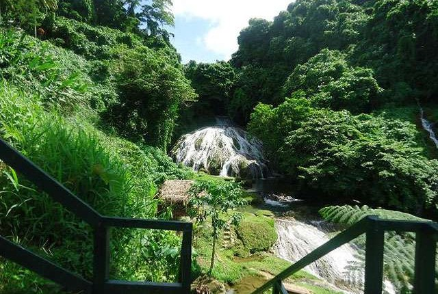 escursione Le cascate di Lolima tartarughe, granchi giganti e lagune cristalline